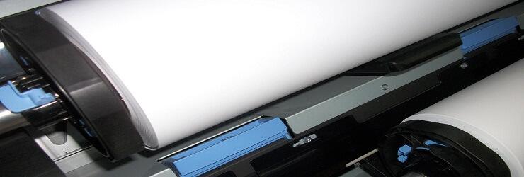 Stosowane u nas plotery obsługują nośniki o szerokości do 44cali (1118mm)